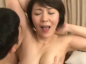 【SEX熟女動画】四十路鬼畜母が・・・溺愛する息子の肉棒を膣内深くに受け入れザーメンを・・・