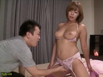 【SEX熟女動画】性欲旺盛な人妻がダンナとのセックスだけじゃ足りずに義兄の肉棒もいただきますw西條沙羅