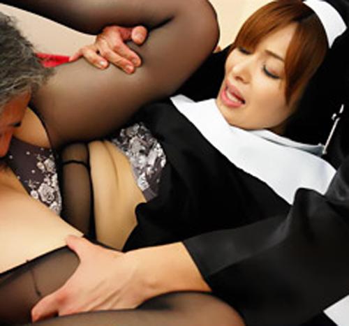 【SEX熟女動画】無修正、聖職者の女の裏側。四十路熟女シスターは日頃の煩悩が爆発し肛門にローターをぶち込み、フェラしながら尻を振る