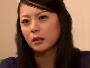 【SEX熟女動画】新妻を拉致監禁!ダンナの前で輪姦膣内射精されメス奴隷と化す哀れな奥さん。