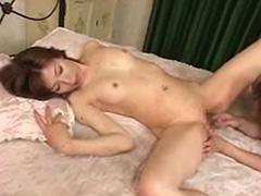 【SEX熟女動画】Gスポットを激しく指マンされて絶叫する50代おばさん