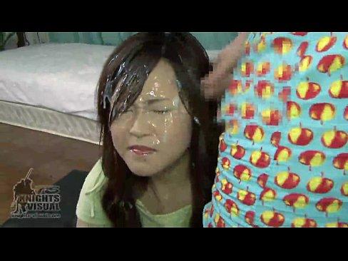 【SEX熟女動画】色白の美熟女の顔面に次々と特濃精子をぶっかけていくフェチエロムービー!キレイな顔が連続顔射によりドロドロの精子まみれで真っ白に染まっていく…