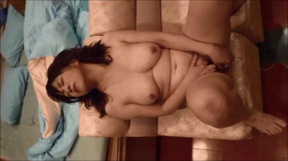 【SEX熟女動画】一度だけじゃ物足んない!肉欲が抑えきれず自分で慰める熟女