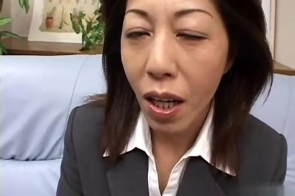 【SEX熟女動画】55歳のベテラン生保レディの枕営業録!スケベ女はマンコに肉印押させまくるww
