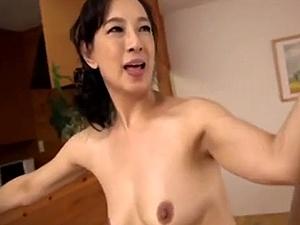 【SEX熟女動画】年下とのディープキス性交に燃え上がる50代の好色オバサン!