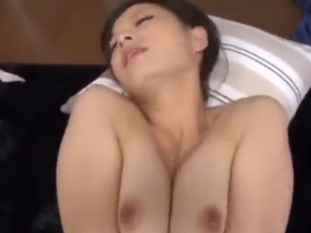 【SEX熟女動画】近所のエロボディー人妻を口説いてみたらキチ○イだったのでハメ撮りしてやった