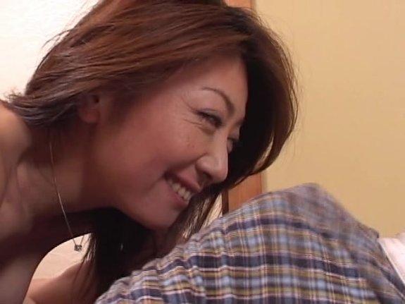 【SEX熟女動画】成人を迎えた息子をかかえる五十路夫婦の濃密SEX!マムシパワーで猛狂った夫の肉マラが無限ピストン!!!