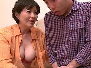 【SEX熟女動画】子を艶美色香で勃起させエッチしてしまうトンデモナイ卑猥な熟ママ