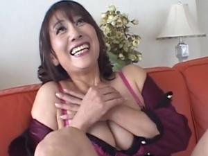 【SEX熟女動画】ハイテンションな50代シロウト熟妻のSEX映像!ムニムニ乳房でエロ~い美魔女!!!
