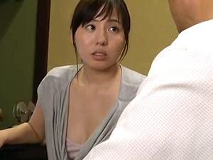 【SEX熟女動画】亭主が不在中に義理の父とのSEXにどっぷりハマる事になる奥さん