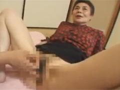 【SEX熟女動画】おばあちゃんの締まるマンコ。指を入れると痛くなるほど締めつけてきた!