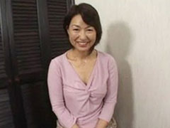 【SEX熟女動画】乳首をコリコリされてパンツを濡らす56歳の里中亜矢子さん