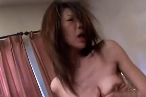 【SEX熟女動画】久しぶりの主人とのセックスで燃え上がるスレンダー熟女