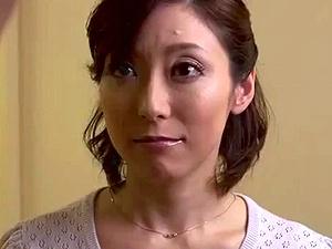 【SEX熟女動画】マンションの隣りに住む優しくて美しい熟女奥さんに惹かれて・・・ NTR