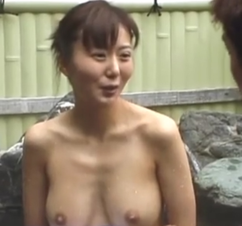 【SEX熟女動画】無修正動画。優しい五十路熟女が露天風呂で混浴しながら手コキとフェラで完熟テクニックを使ってヌイてくれ精子大量発射