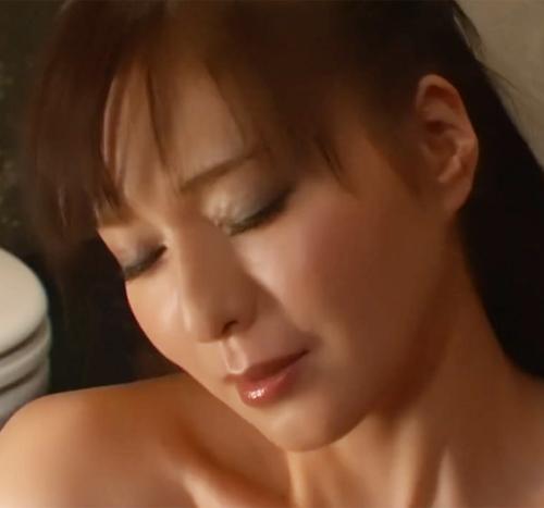 【SEX熟女動画】完熟した、ちんぽ大好き五十路美魔女が淫語連呼で旦那の前で寝とられセックスをして異常なまでに感じてオーガズム