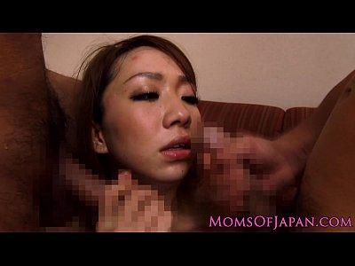 【SEX熟女動画】スレンダーで巨乳の美女妻がいやらしい写真で脅され2人掛かりで犯される3P陵辱。口やマンコに肉棒をねじ込まれる…