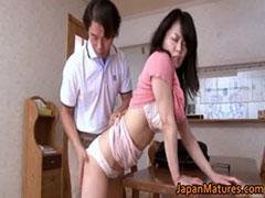 【SEX熟女動画】ムチムチの尻肉を鷲掴みされ、アソコをじんわり濡らしてる巨乳人妻