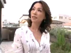 【SEX熟女動画】上品な感じの綺麗な熟女奥様のハメ撮り!四十路マダムにたっぷり中出し!