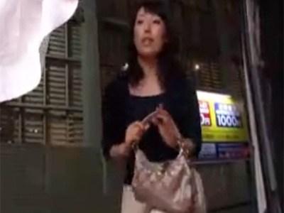 【熟女ナンパ動画】清楚で綺麗な素人奥様に謝礼を渡してエッチなお願いしちゃいました!